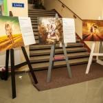 Připravené obrazy na stojanech